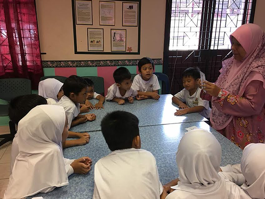 Preschool teacher holding a playful lesson to the second group.
