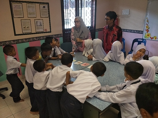 The school's English teacher is also getting familiar with Moomin Language School in action.